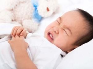 be dau bung2 300x224 Ngăn ngừa rối loạn tiêu hóa cho trẻ