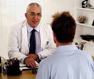 9f37985cc942dc0f78d747afaeef6cf4dieu tri 300x254 Nguyên nhân gây viêm loét đại trực tràng chảy máu