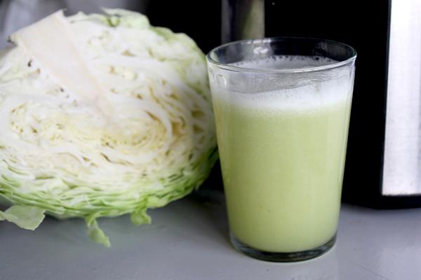nuoc ep bap cai3 Rau bắp cải – thuốc chữa viêm đại tràng tốt nhất